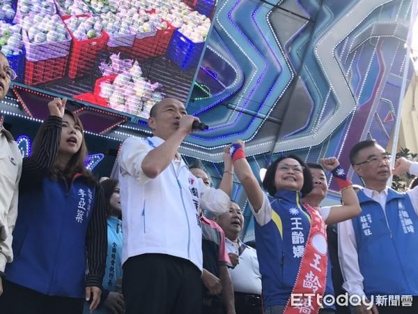 ▲國民黨總統候選人韓國瑜1日回防高雄。(圖/記者吳奕靖攝)