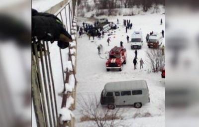 外貝加爾湖區「公車打滑掃過公路」 7人重傷