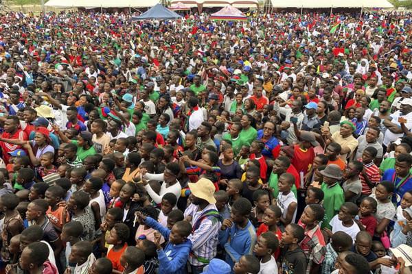▲納米比亞(Namibia)總統根哥布(Hage Geingob)的支持者在總統大選之前參與集會造勢。(圖/達志影像/美聯社)
