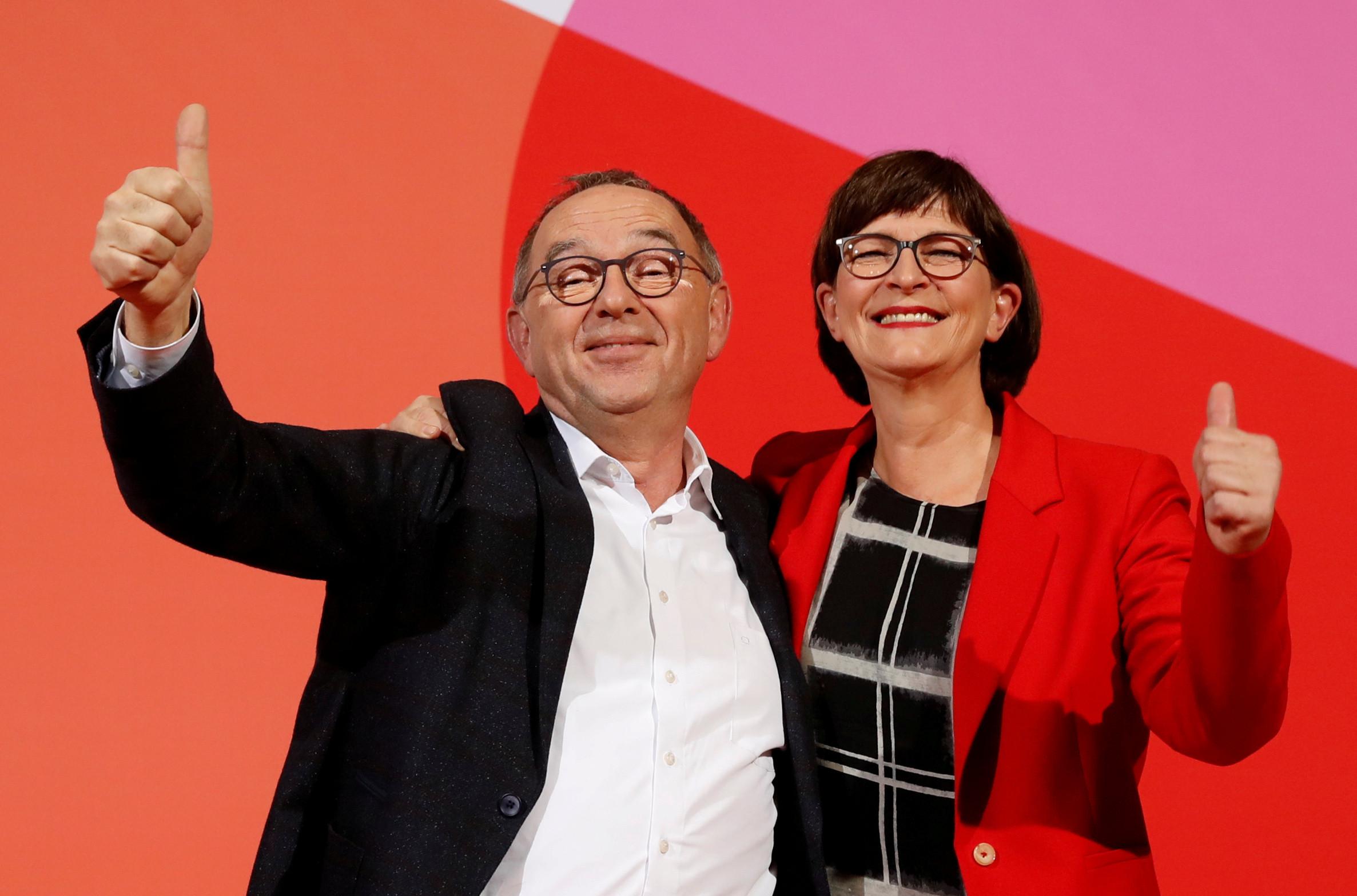 ▲▼沃爾特-波楊斯(Norbert Walter-Borjans)和艾斯肯(Saskia Esken)當選德國社民黨黨魁。(圖/路透)
