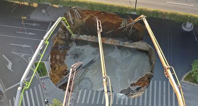廣州地面塌陷3人被困!家屬控訴:人未救先回填