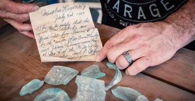 禮堂翻新 牆中驚藏112年前瓶中信