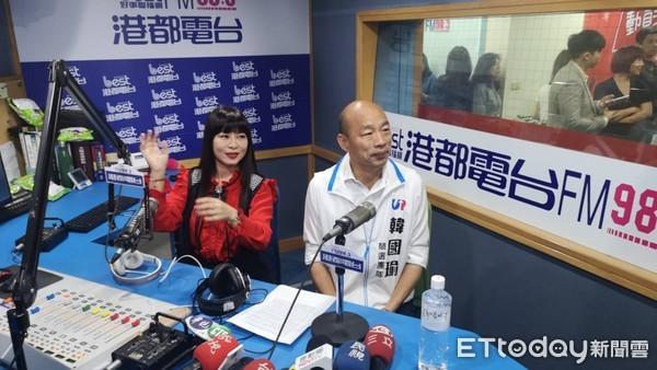 ▲韓國瑜接受港都電台DJ素蘭專訪。(圖/記者洪正達攝)
