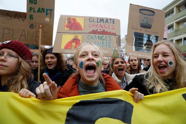 ▲▼波蘭年輕人上街要求政府正視氣候變遷問題。(圖/路透)