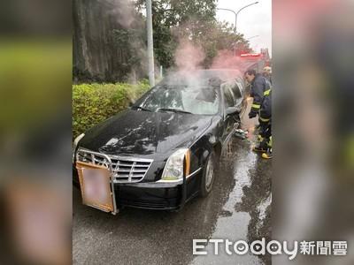 即/靈車「勤務中」駕駛座突起火