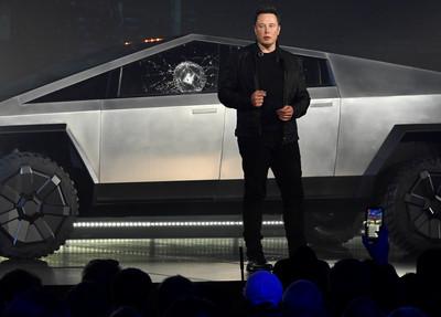 買倉庫送「007跑車」馬斯克花1萬倍價格買下