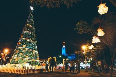 花蓮幸福耶誕城開幕9米耶誕樹吸睛