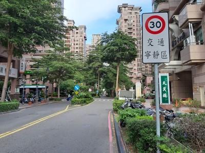 限速標誌畫在路面上 高市交通寧靜示範區收效