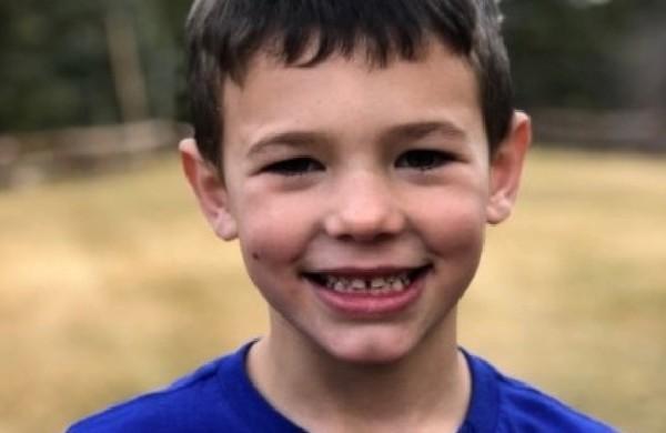 坐爸爸膝蓋上一起開車! 6歲童滑落地面...頭被鏟雪車擊中身亡。(圖/翻攝自GoFundMe募款網站)