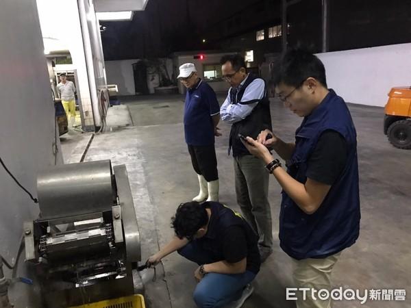 高雄環保局「夜鷹」出動 查獲毛豆工廠違法偷排廢水