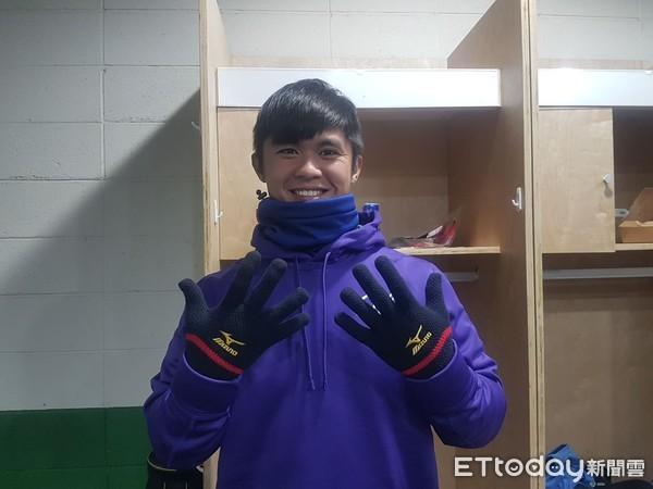 冬盟/冷氣團來襲 中職聯隊圍脖加巷手套保暖