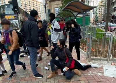 香港便衣警「坐背上壓制」 至少2男1女被帶走