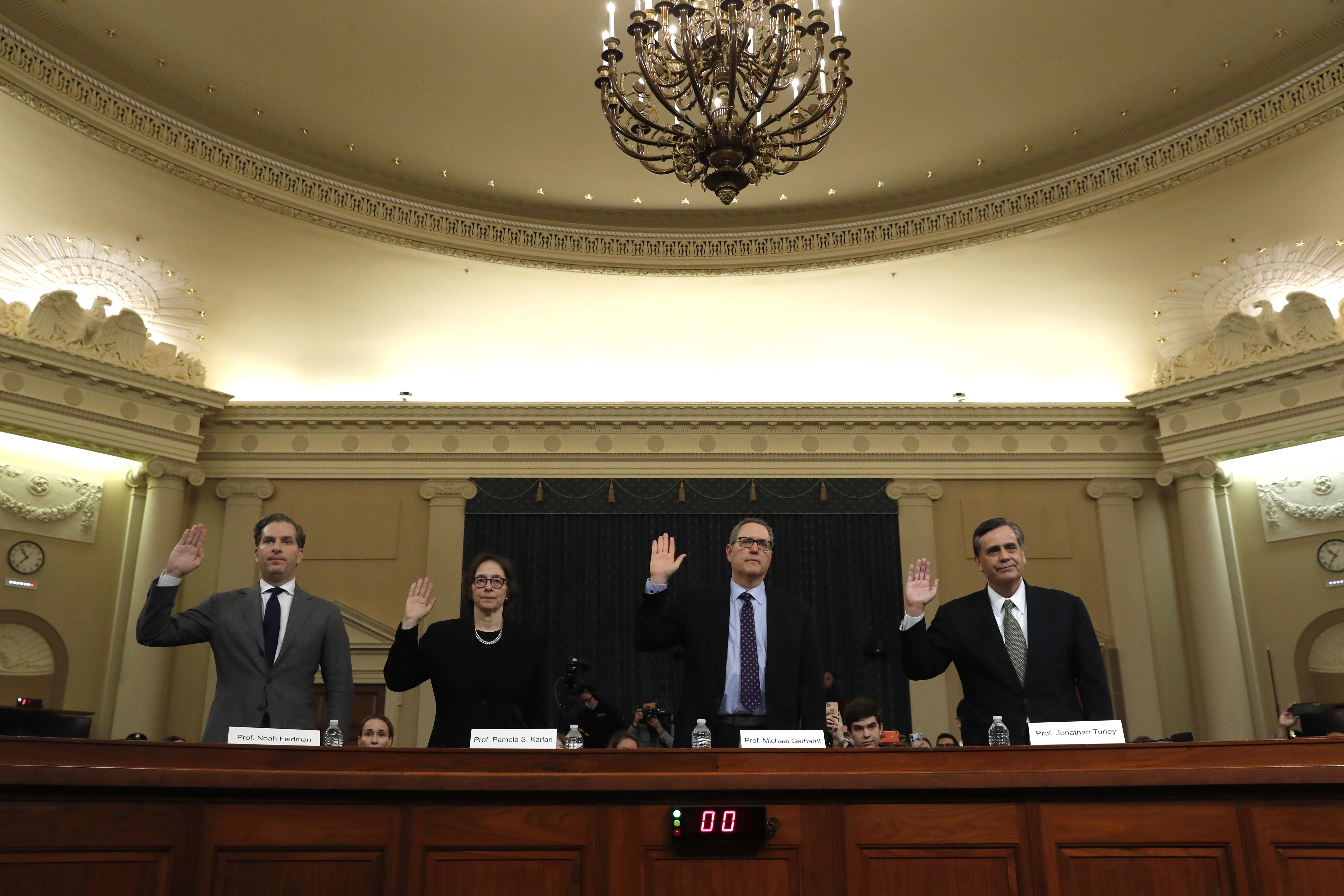 ▲▼4名法學專家出席彈劾調查聽證會作證。(圖/達志影像/美聯社)