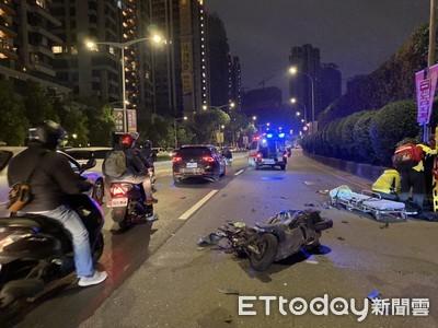新北中和轎車碰撞機車 車頭撞爛全毀