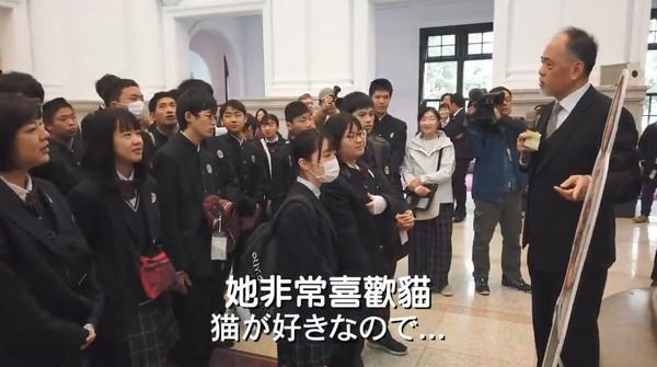 ▲▼日本學生訪總統府,蔡英文突然現身。(圖/翻攝自蔡英文推特影片)