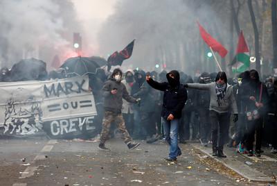 法國罷工交通癱瘓 80萬人上街反退改