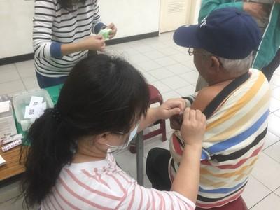 流感二階段開打 75歲以上再追加免費肺炎疫苗