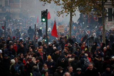 法全國大罷工逾80萬人反退休金改革