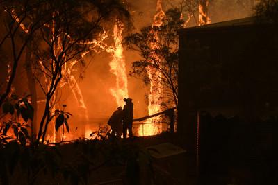 澳洲大火溫度飆破40度 只能等下雨