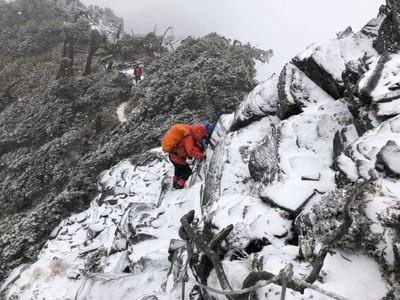 影/超夢幻!南湖大山降初雪了