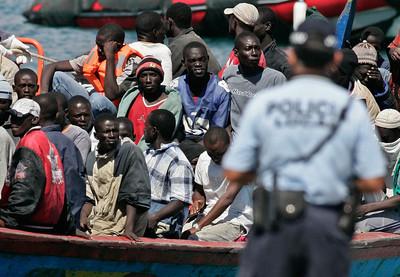非洲移民船超載翻覆 至少62死