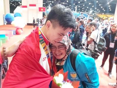 奪2金才知父過世 印尼選手將金牌陪葬