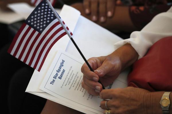 ▲▼ 美國移民,綠卡,美國國旗,川普。(圖/達志影像/美聯社)