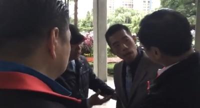 不只陳宜民推女警!國民黨立委狠拗外交官手、還嗆「別再演了」