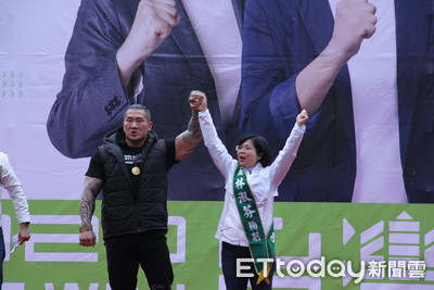 館長獻站台處女秀怒嗆韓國瑜太扯