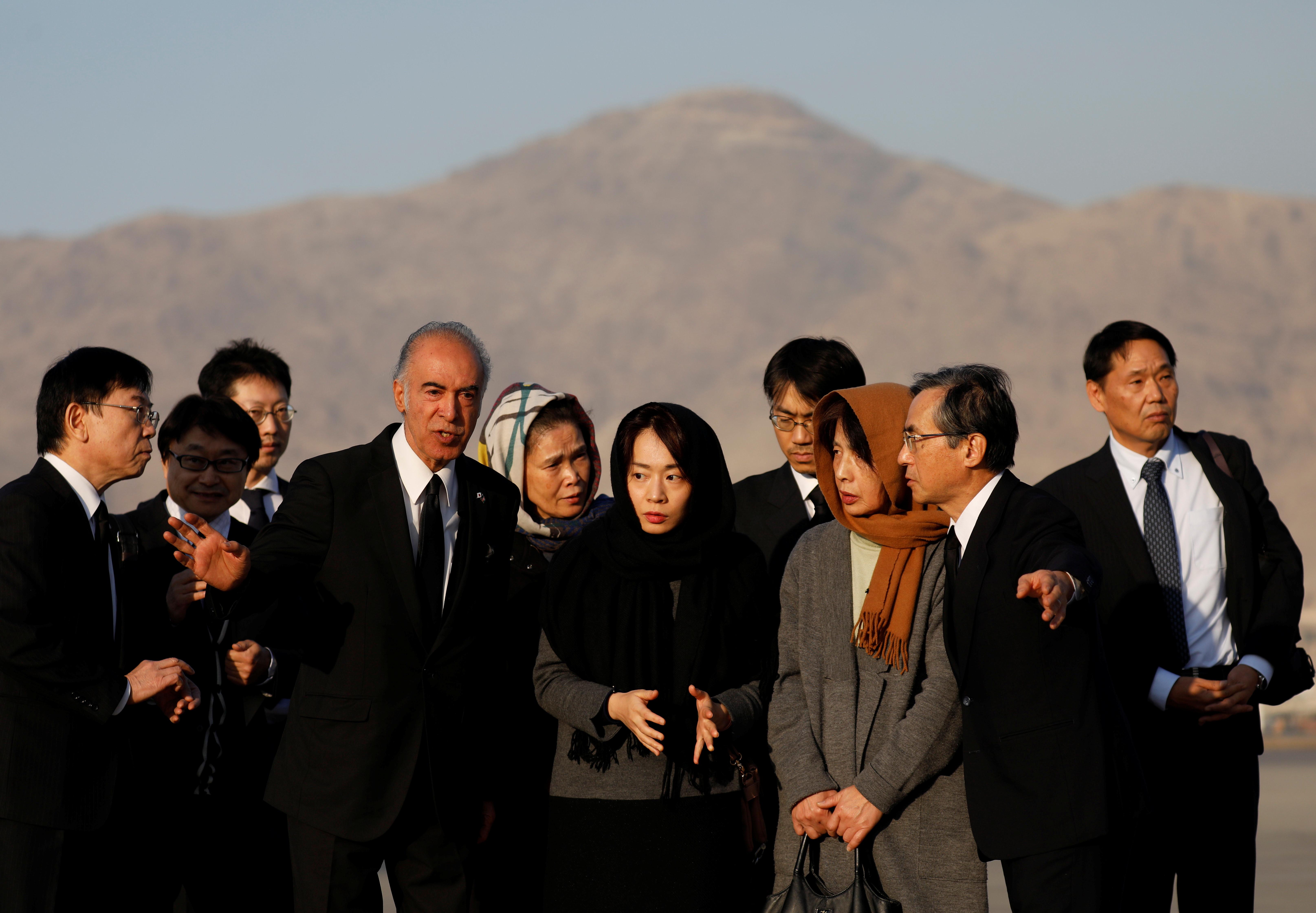 ▲▼中村哲家人趕到阿富汗;阿富汗總統親自為他抬棺。(圖/路透)