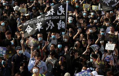 200港示威者逃到台灣 搭漁船要30萬