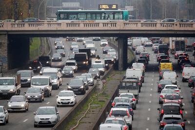 法國大罷工延燒 車龍蔓延350公里