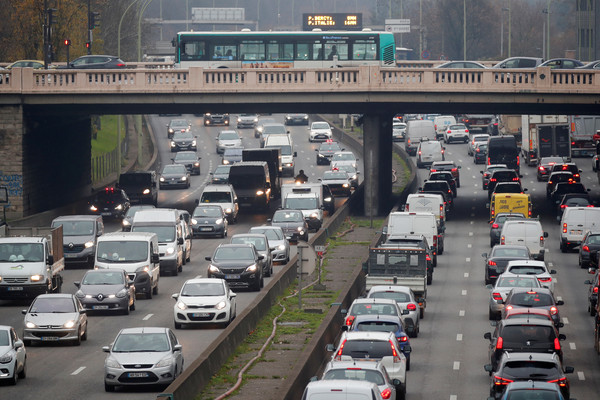 ▲法國全國罷工,交通癱瘓。(圖/路透)
