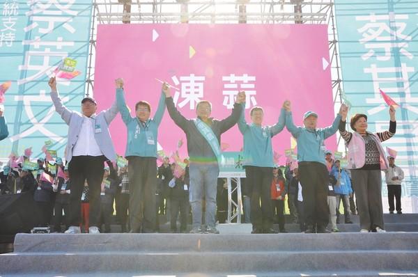 ▲副總統陳建仁站台,稱讚蔡其昌是最強立委。(圖/蔡其昌競總提供)