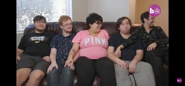 ▲托瑞與她4個伴侶。(圖/翻攝自4Dads&Mom)