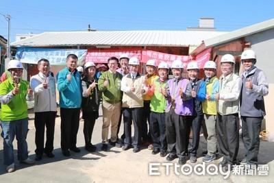 台南市勞工局與工會助100戶弱勢修屋