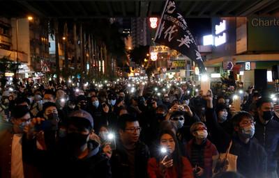 即/民陣:80萬港人參與遊行 港警回應了