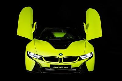 全球僅此一台的「萊姆綠」BMW i8敞篷版 內裝麂皮面料狂灑不用錢