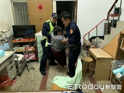 屏東婦如廁摔倒 身障兒求助警