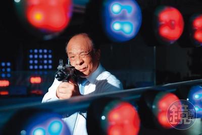 廖英熙送槍!助涼山特勤隊練射擊