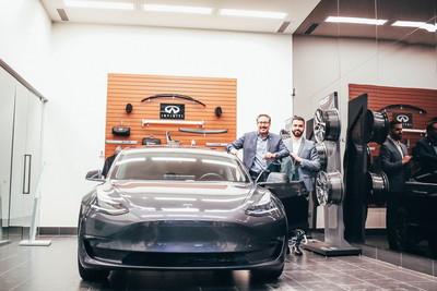 Infiniti經銷商交車卻是Model 3?