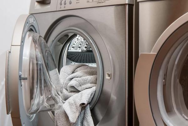半夜11點「洗衣很沒品」?401租客貼紙條秀下限 租屋哥爆氣:妳12點才洗