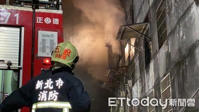 五股倉庫深夜冒火 紡織品遭燒毀