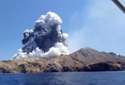 火山爆發後畫面曝!懷特島整片死白