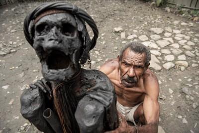 印尼丹尼人每天烤祖先遺體6小時