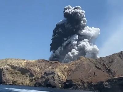 媽媽帶小孩「合照活火山」 剛走1小時就噴發!