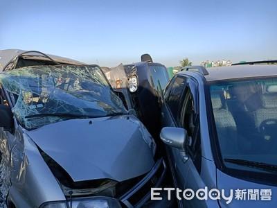 高雄台88線7車連環撞 6人受傷送醫