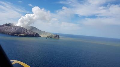 火山可能再爆 懷特島救援停滯