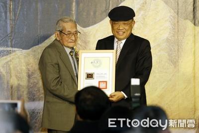 國寶王清霜99歲仍堅持天天創作!