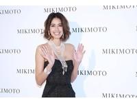 嫁富和尚的日本名模買珍珠寵1歲女 最寶貝巴黎名媛舞會那條項鍊